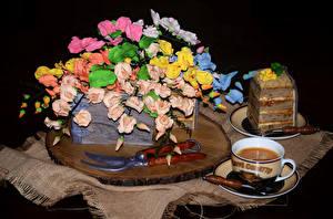 Фотографии Сладкая еда Торты Кофе Дизайна Чашка На черном фоне Пища