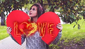 Картинки День святого Валентина Любовь Шатенка Сердце Девушки
