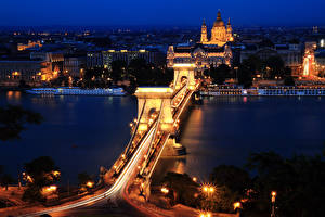 Картинки Будапешт Венгрия Дома Речка Мост В ночи Уличные фонари город