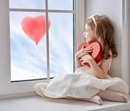 Обои День святого Валентина Девочки Сердечко Платье Шар Окно Дети