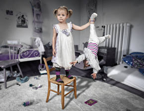 Картинки Девочки Младенец Стул Смешные Дети