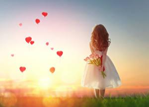 Фото День святого Валентина Тюльпаны Рассветы и закаты Девочки Сердце Шарики Дети
