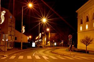 Обои Венгрия Здания Дороги Улица Ночь Уличные фонари Varpalota город