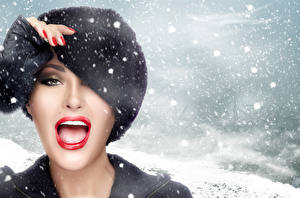 Картинки Зима Снежинки Лицо Мейкап Шапки Девушки