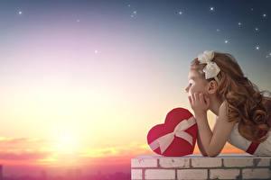 Фотографии День всех влюблённых Рассветы и закаты Девочки Сердечко Бантик Ребёнок