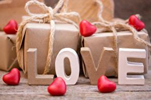 Картинка День всех влюблённых Любовь Сердечко Подарки