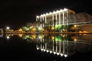 Фотографии Испания Парки Дворец Ночные Уличные фонари Дерева Пальма Плавательный бассейн Palais de la Musique Valence Города