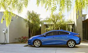 Фото Chevrolet Металлик Сбоку Синие 2016 Chevrolet Volt Автомобили