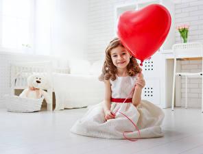 Фотография День всех влюблённых Девочки Шарики Сердце Платье Улыбка Ребёнок
