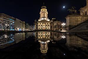Обои Берлин Здания Скульптуры Дворца Улице Ночь Лужа город