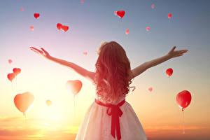 Фотография День святого Валентина Рассветы и закаты Девочки Шатенка Сердце Ребёнок