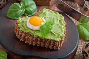Фото Быстрое питание Бутерброды День святого Валентина Хлеб Яичница Серце Листья Еда