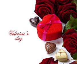 Картинка День святого Валентина Роза Конфеты Бордовый Сердечко Подарок Цветы