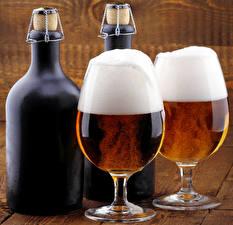 Картинка Напитки Пиво Бокал Два Бутылки Еда