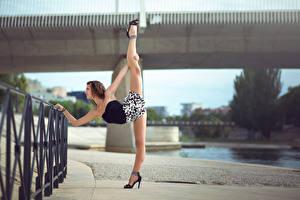 Обои Гимнастика Ноги Забор Melanie Coer Девушки фото