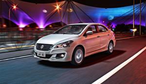 Фотографии Suzuki - Автомобили Белая Движение 2014 Alivio