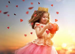 Фото День всех влюблённых Рассветы и закаты Девочки Сердечко Платье Ребёнок