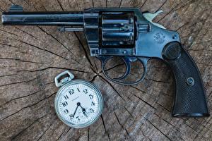 Обои Крупным планом Пистолеты Часы Карманные часы Револьвер 1906 Colt Police Армия фото