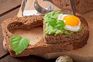 Фото Бутерброды День всех влюблённых Хлеб Яичница Сердца Листья Пища