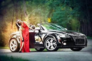 Картинки Audi Черный Кабриолет машины Девушки