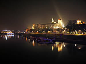 Картинки Польша Дома Речка Причалы Катера Краков Ночные Города