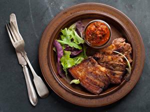 Картинки Мясные продукты Тарелка Кетчупом Листья