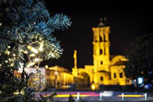 Фотографии Новый год Республика Кипр Ночные Ветвь Шар arnaca Города