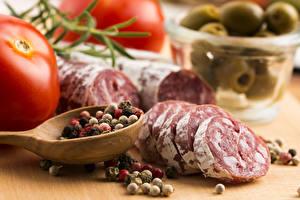 Обои Мясные продукты Колбаса Томаты Пряности Еда
