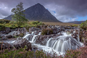 Фотография Шотландия Водопады Горы Камни Пейзаж Природа