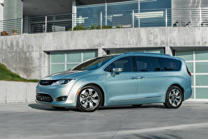 Обои Chrysler Гибридный автомобиль 2016 Pacifica Hybrid машины