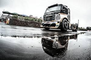 Картинка Грузовики Mercedes-Benz Лужа Formula Truck Geraldo Piquet ABF Santos автомобиль