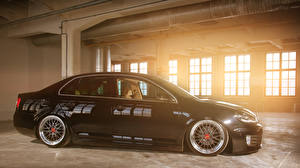 Фотография Volkswagen Черный Сбоку jetta MK6 black GTD Автомобили