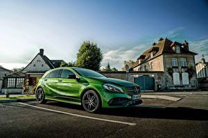 Фотографии Mercedes-Benz Зеленых Припаркованная AMG A-Class W176 автомобиль