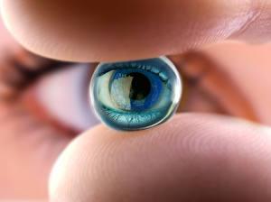 Картинка Вблизи Глаза Макросъёмка Руки ocular lens