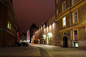 Картинка Эстония Здания Таллин Улица Ночные Уличные фонари
