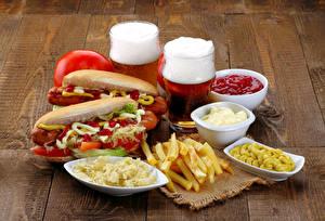 Картинки Быстрое питание Хот-дог Пиво Картофель фри Кружки Кетчуп Вдвоем Пища
