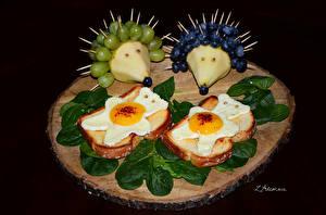 Фото Бутерброды Хлеб Виноград Черника Ежики Яичница Дизайн Листва Продукты питания