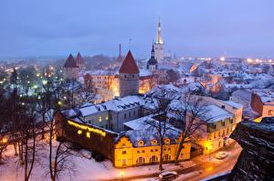 Фотография Эстония Здания Зима Вечер Таллин Снег Уличные фонари