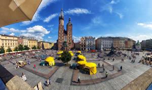 Обои Дома Люди Небо Польша Краков Улица Городская площадь St. Mary's Basilica Города фото