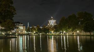 Фотографии Германия Здания Пруд Ночь Уличные фонари Stuttgart Города