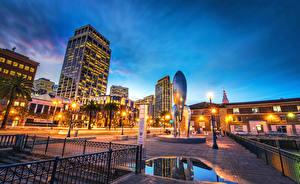 Обои США Здания Скульптуры Сан-Франциско Калифорния Ночные Уличные фонари Улица