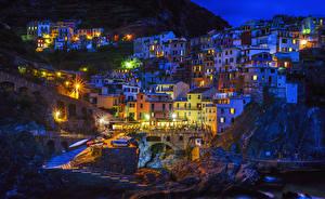 Картинки Италия Дома Утес Ночь Уличные фонари Manarola