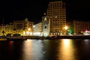 Картинки Италия Дома Реки Пристань Ночные Уличные фонари Savona