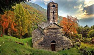 Картинка Дома Италия Горы Альпы Lombardy Природа