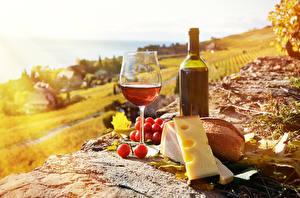 Фото Натюрморт Вино Виноград Сыры Хлеб Бутылки Еда