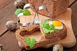 Фотографии Бутерброды Хлеб Сердечко Яичница Яйцами Продукты питания