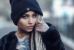 Обои Шапки Взгляд Татуировки Макияж Девушки фото