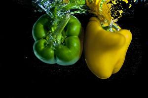 Фото Перец Воде Вдвоем Зеленая Желтый Еда