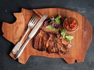 Картинки Мясные продукты Ножик Кетчупом Листья Вилка столовая Еда