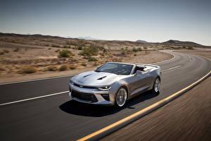 Фото Chevrolet Дороги Серебристый Кабриолета Едущий 2016 Camaro convertible Автомобили